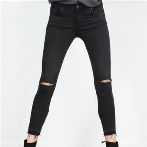 Zara Black Frayed high waisted Jean size 6